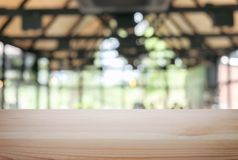 Pusty drewniany stołu i plamy tło abstrakt przed r Obraz Stock