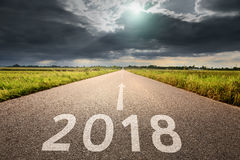 Pusty drogowy nadchodzący i kłopotliwy 2018 prosto Fotografia Stock