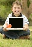 pusty ekran laptopie dziecko gospodarstwa Fotografia Stock