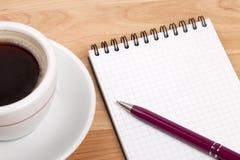 pusty filiżanki kawa espresso notepad pióro Zdjęcie Stock