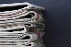 pusty gazety stosy na papierowej white Zdjęcie Royalty Free