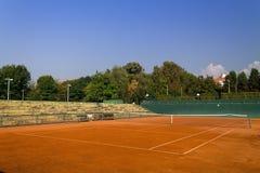 Pusty gliniany tenisowy sąd Zdjęcia Stock