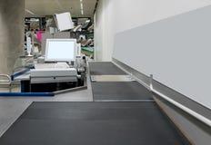 Pusty gotówkowy biurko z płatniczym terminal Obrazy Stock