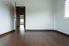 Pusty izbowy wnętrze z białym moździerz ściany tłem Fotografia Stock