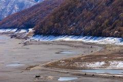 Pusty jezioro blisko Ananuri kasztelu, Gruzja Zdjęcie Stock