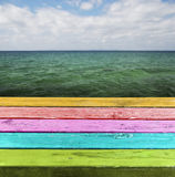 Pusty Kolorowy drewniany stół. Fotografia Stock