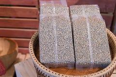 Pusty lub biały plastikowy worek kawowych fasoli pakować Obraz Stock