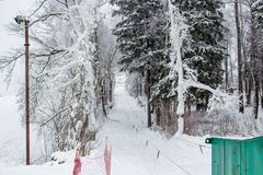 Pusty narciarski skłon przygotowywający dla narciarstwa zdjęcie stock