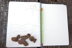 pusty notatnik na drewnianym stole, biznesowy pojęcie z bliska obraz stock