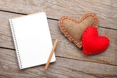 Pusty notepad dla kopia rocznika i przestrzeni handmaded valentines da obraz royalty free