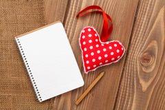 Pusty notepad dla kopia rocznika i przestrzeni handmaded valentines da zdjęcie royalty free