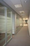 Pusty nowożytny biurowy korytarz obrazy stock