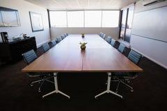 Pusty nowożytny pokój konferencyjny przy biurem Fotografia Stock