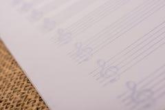 Pusty nutowy papier dla muzykalnych notatek Obrazy Stock