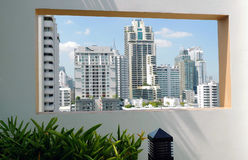 Pusty okno i miasta widok od okno Zdjęcie Stock