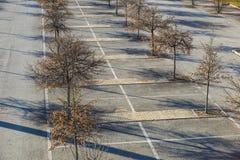 Pusty parking, parking pasa ruchu plenerowy park publicznie Obrazy Stock