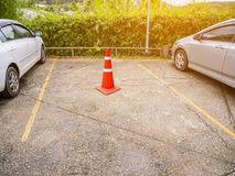 Pusty parking z ruchu drogowego rożkiem Obrazy Stock
