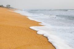 Pusty pla?owy t?o z kopii przestrzeni? Pi?kna morze fala na pla?y Sri Lanka Podr??y i lata poj?cie obrazy stock