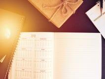 Pusty planistyczny notatnik i pióro na biurku używamy my organizatora rozkładu życie lub biznesu planisty pojęcie Fotografia Stock