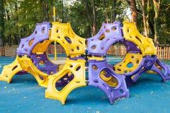 Pusty plenerowy nowożytnego projekta kolorowy atrakcyjny boisko Zdjęcia Royalty Free