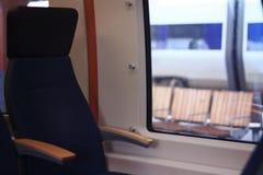 Pusty podróży siedzenie obok okno zdjęcia stock