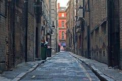 Pusty podupadłej części śródmieścia alleyway Zdjęcie Royalty Free