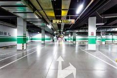 Pusty podziemny parking Zdjęcia Royalty Free