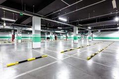 Pusty podziemny parking Zdjęcia Stock