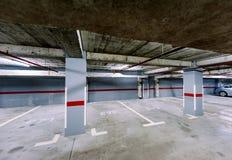 Pusty podziemny parking samochodowy Zdjęcie Stock