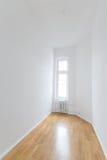 Pusty pokój, świeży odnawiący mieszkanie z drewnianą podłoga, Obraz Stock