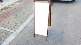 Pusty reklama sztandaru reklamy szablonu egzamin próbny W górę Odosobnionej ścinek ścieżki Bezpłatnej przestrzeni zdjęcie royalty free