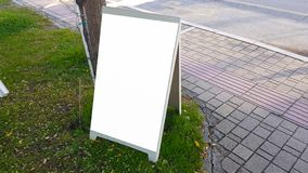 Pusty reklama sztandaru reklamy szablonu egzamin próbny W górę Odosobnionej ścinek ścieżki Bezpłatnej przestrzeni obraz royalty free