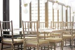 Pusty restauracyjny wnętrze w ranku zdjęcie stock