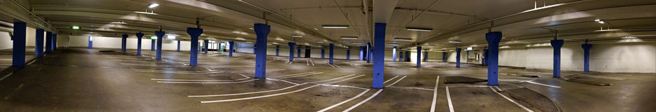 Pusty salowy parking samochodowy Fotografia Stock