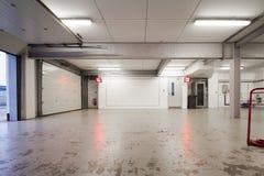Pusty samochodowy garaż obraz royalty free