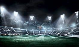Pusty stadium piłkarski w lekkich promieniach przy nocy 3d ilustracją Obrazy Stock