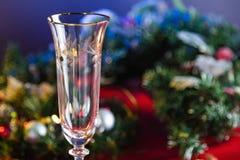Pusty Szampański szkło na nowego roku stole Zdjęcie Stock