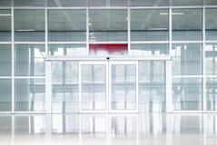 pusty szklany drzwi w budynku biurowym fotografia stock