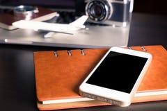 Pusty telefonu komórkowego ekran dla podróżnik strony internetowej i zastosowania fotografia stock