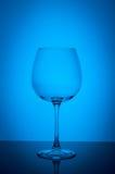 Pusty wina szkło na błękitnym tle Zdjęcia Royalty Free