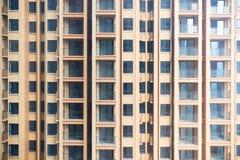 Pusty wysoki mieszkaniowy buidling zakończenie Obrazy Royalty Free