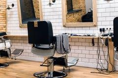 Pusty zakład fryzjerski z karłami zdjęcia royalty free