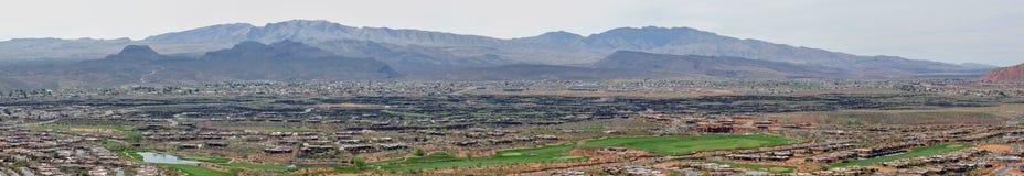 Pustyni i miasta panoramiczni widoki od wycieczkować wlec wokoło St George Utah wokoło Beck wzgórza, Chuckwalla, żółw ściana, raj Obraz Royalty Free