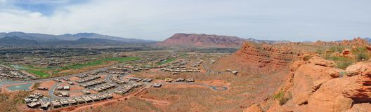 Pustyni i miasta panoramiczni widoki od wycieczkować wlec wokoło St George Utah wokoło Beck wzgórza, Chuckwalla, żółw ściana, raj Zdjęcie Stock