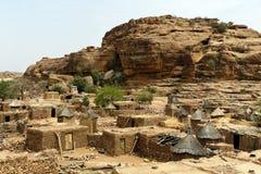 Pustynia i faleza w Dogon wiosce Obraz Royalty Free