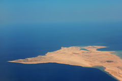 Pustynna ziemia przy oceanem Obraz Stock