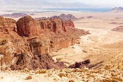 Pustynne pasmo górskie falezy kształtują teren widok, Izrael natura Zdjęcia Royalty Free