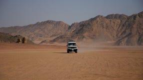pustynny dżipa krajobrazu biel obrazy royalty free