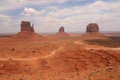 Pustynny krajobraz w Arizona, Pomnikowa dolina Kolorowy, turystyka obrazy stock