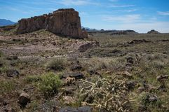 Pustynny monolit przy Cerbat pogórzami, Arizona obrazy stock